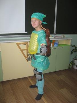 Костюм из бросового материала для мальчика своими руками фото